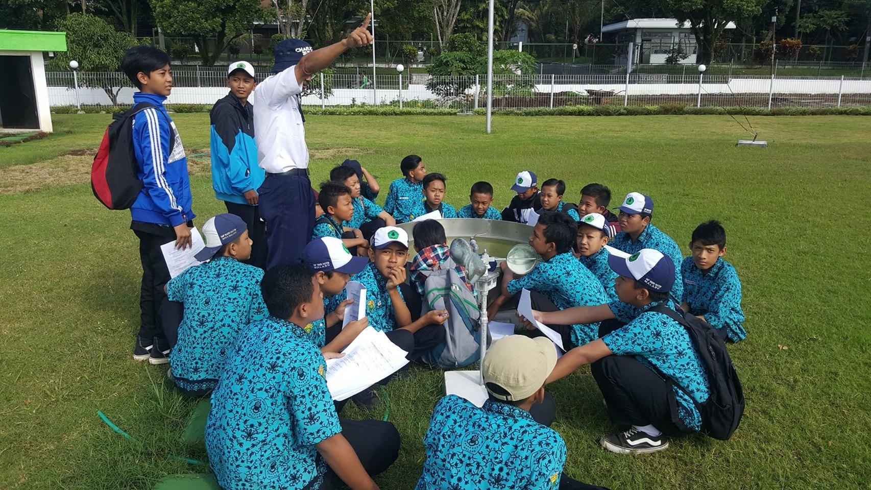 Rabu,22-02-2017 Kunjungan Siswa SMP Wahid Hasyim Kota Malang