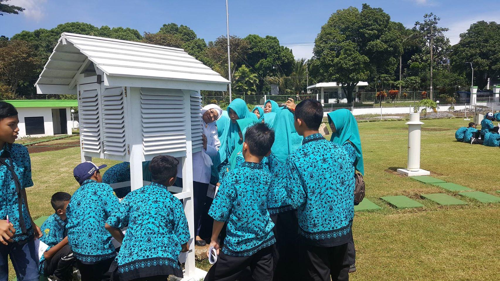 Rabu, 21-12-2016 Kunjungan SMP Wahid Hasyim Kota Malang